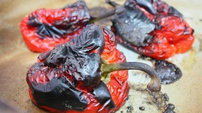 Salata de vara cu ardei copti, rucola si branza de capra